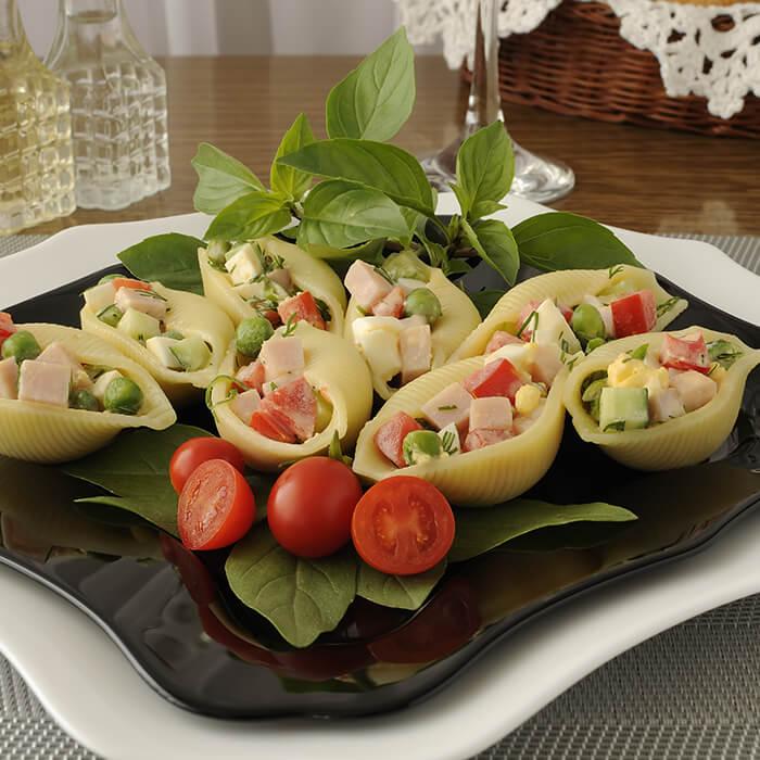 Salada rápida de massa concha com fiambre de peito de peru Izidoro e hortelã